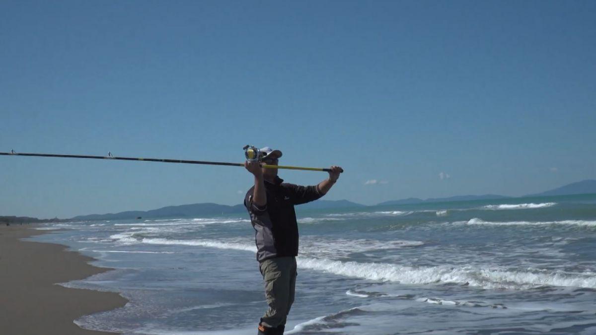 Pêche en Surfcasting à Marée Descendante et Eau Trouble